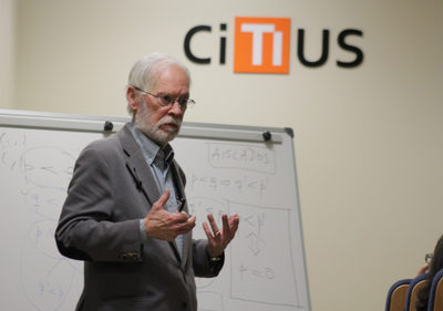 La USC investirá el viernes doctor Honoris Causa a Enric Trillas, catedrático de la UPM